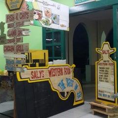 Photo taken at Mahallah Nusaibah Cafeteria by Feeqa B. on 4/16/2015