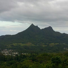 Photo taken at Nuʻuanu Pali Lookout by robert on 5/21/2013