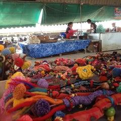 Photo taken at ตลาดน้ำวัดลำพญา (Wat Lam Phaya Floating Market) by Sayjit D. on 3/27/2012