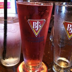 Photo taken at BJ's Restaurant and Brewhouse by 💜Feli Baby Precious💜 N. on 9/8/2012