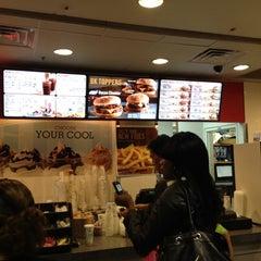 Photo taken at Burger King® by Renato S. on 4/14/2012