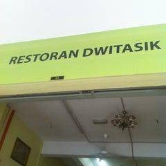 Photo taken at Restoran Dwitasik by the o. on 4/4/2012