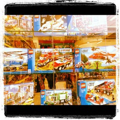 Photo taken at Toni Toys by Vald F. on 8/12/2012
