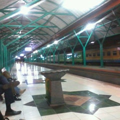 Photo taken at Stasiun Surabaya Gubeng by Aditya N. on 7/14/2012