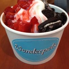 Photo taken at Wonderpots Frozen Yogurt by Iulia B. on 7/4/2012