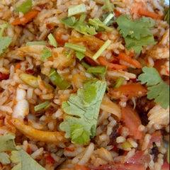 Photo taken at ป้าสำ ข้าวราดแกง/อาหารตามสั่ง by Kratai on 3/2/2012
