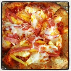 Photo taken at California Pizza Kitchen by Craig F. on 8/16/2012
