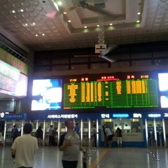 Photo taken at 인천종합터미널 (Incheon Bus Terminal) by Jin Wook J. on 8/12/2012