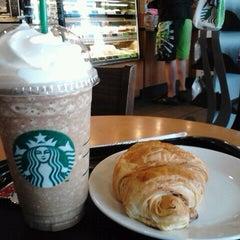 Photo taken at Starbucks (สตาร์บัคส์) by samart r. on 2/20/2012
