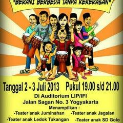 Photo taken at Lembaga Indonesia Perancis (LIP/CCF Yogyakarta) by Felmy F. on 7/3/2013