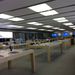 Photo taken at Apple Store, Syracuse by Jim V. on 10/30/2012