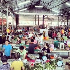 Photo taken at Pasar Jalan Klang Lama by Kriz A. on 6/2/2013