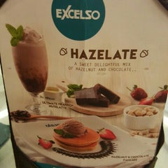 Photo taken at EXCELSO Cafe by Lie Bambang W. on 11/21/2015