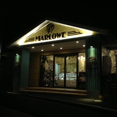 Photo taken at プリンショップ & カフェ マーロウ (MARLOWE) 逗葉新道店 by Takesato H. on 11/18/2012