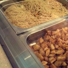 Photo taken at فادان للمأكولات الإندنوسية - fadan restaurant by Moнпммed   5. on 2/20/2015