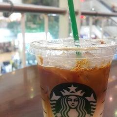 Photo taken at Starbucks (สตาร์บัคส์) by Oakky L. on 3/3/2015