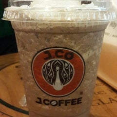 Photo taken at J.Co Donuts & Coffee by Alex T. on 8/31/2014