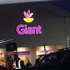 Photo taken at Giant by 💕Ɗℰℰήą💕 on 10/15/2012