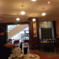 Photo taken at Pao Xiang Bak Kut Teh (宝香绑线肉骨茶) by Sze P. on 7/27/2014