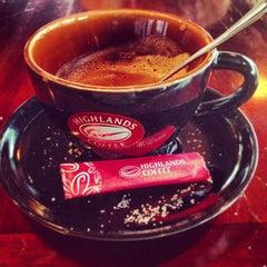 Photo taken at Highlands Coffee by Kiyoshi J. on 2/12/2013