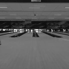 Photo taken at Brunswick Thousand Oaks Bowl by Demetrius P. on 2/21/2015