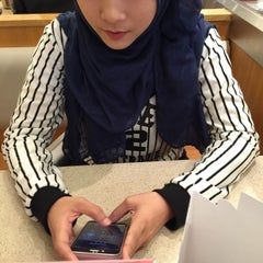 Photo taken at Sushi King by Amirul A. on 10/31/2015