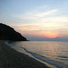 Photo taken at หาดนวล (Nual Beach) by Ize I. on 12/8/2012