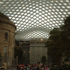 Photo taken at Smithsonian American Art Museum by Denis L. on 10/8/2012