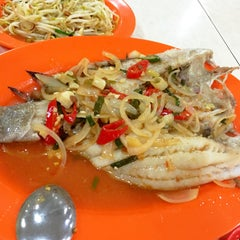 Photo taken at Seafood 212 Wiro Sableng by Illa on 10/8/2015