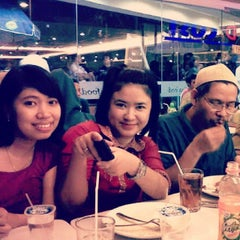 Photo taken at D'Cost Seafood by Vtha N. on 6/16/2014