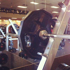 Photo taken at LA Fitness by dizberiq on 10/21/2012
