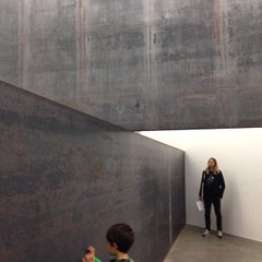 Photo taken at Gagosian Gallery by Intelligensius A. on 10/25/2014