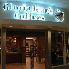 Photo taken at Gloria Jean's Coffees by Becky B. on 12/8/2012