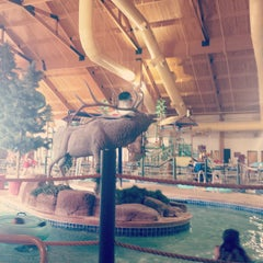 Photo taken at Tundra Lodge Waterpark by asacredrebel on 4/24/2015