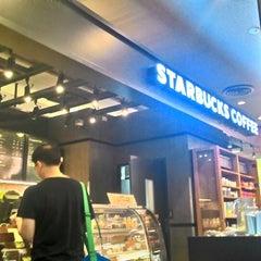 Photo taken at Starbucks (สตาร์บัคส์) by Khemarath C. on 3/29/2015