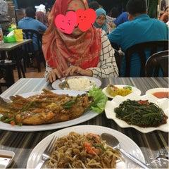 Photo taken at Restoran Cina Muslim Mohd Chan Abdullah by Nety J J. on 6/15/2015