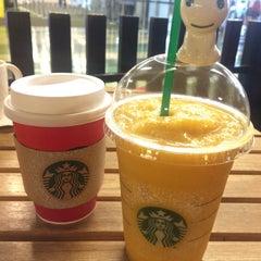 Photo taken at Starbucks (สตาร์บัคส์) by Jum K. on 11/7/2015