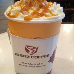 Photo taken at Blenz Coffee by Jaslin on 11/4/2012