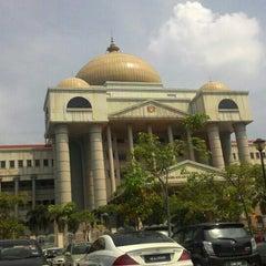 Photo taken at Kompleks Mahkamah Kuala Lumpur (Courts Complex) by MFJ on 11/11/2015