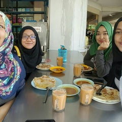 Photo taken at Restoran Khaleel by Marlisa Z. on 8/13/2015