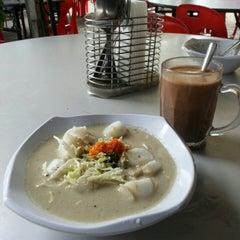 Photo taken at D'Lengkuas Restoran Selera Kampung by Suriani S. on 1/20/2013