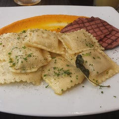 Photo taken at Il Tempo by Henry II B. on 9/9/2014