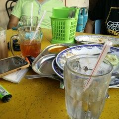 Photo taken at Restoran Fareed by Aqqib A. on 9/10/2014