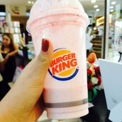 Photo taken at Burger King by Munique M. on 3/25/2015