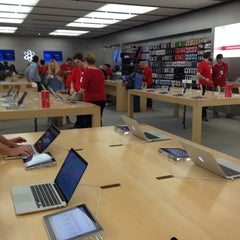 Photo taken at Apple Store, Oxmoor by Chris on 12/3/2012