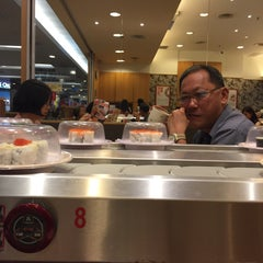 Photo taken at Sushi King by Lily Natasya A. on 10/11/2015