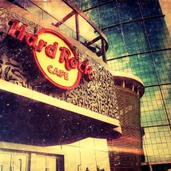 Photo taken at Hard Rock Café | هارد روك كافيه by Abarai R. on 2/21/2013