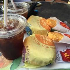 Photo taken at 맥도날드 (McDonald's) by casper 3. on 8/28/2015