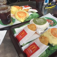 Photo taken at 맥도날드 (McDonald's) by casper 3. on 8/22/2015