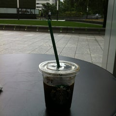 Photo taken at Starbucks Coffee 霞ダイニング店 by ICHIRO F. on 6/24/2013